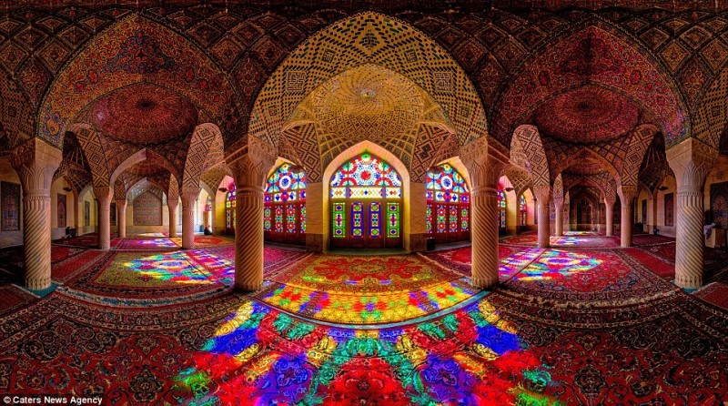 intricate-beautiful-design-inside-Iran-magnificent-temples-Interiors (8)