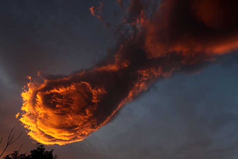 unusual-terrifying-cloud-formation-hand-of-god-portugal (3)