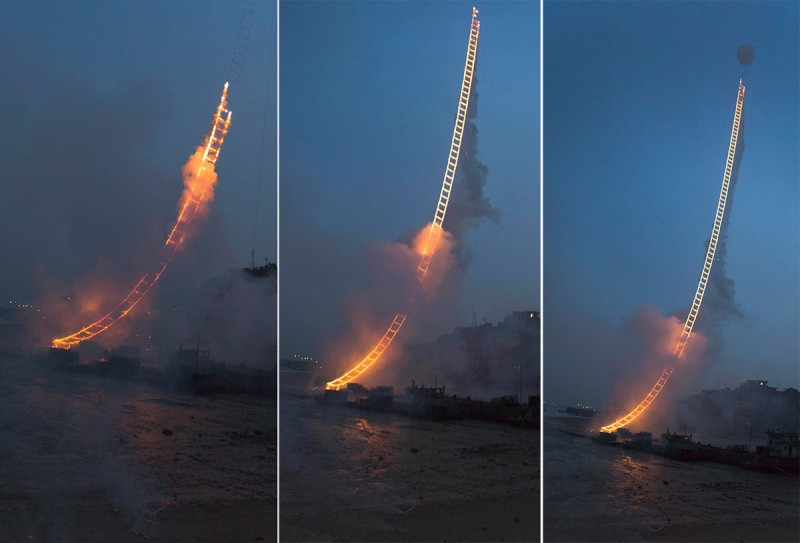 amazing-sky-ladder-fireworks-art-installation (4)