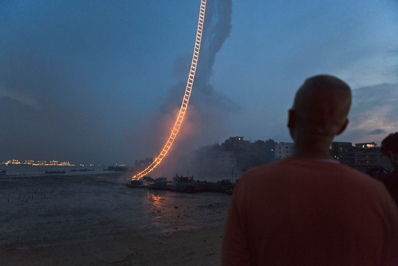 amazing-sky-ladder-fireworks-art-installation (5)
