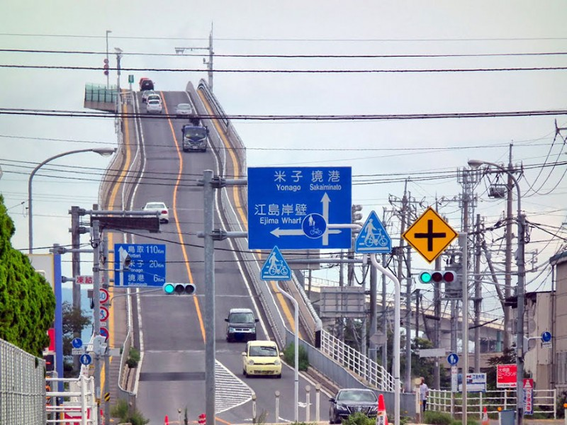 amazing-steep-incline-rollercoaster-like-bridge-eshima-ohashi-japan (2)