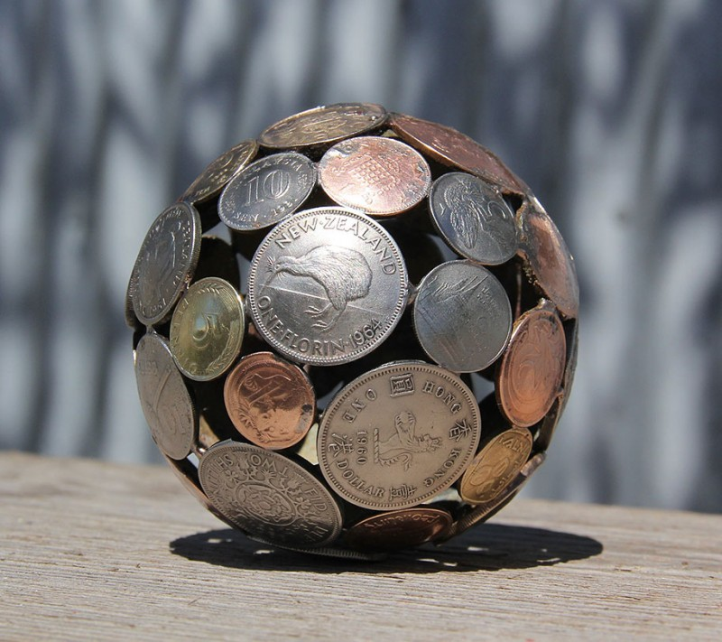 beautiful-artistic-sculptures-made-from-discarded-key-coin (5)