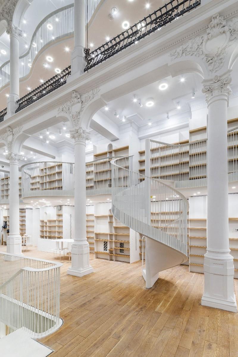 beautiful-bookshop-carousel-light-bucharest-romania-historic-old-building (10)