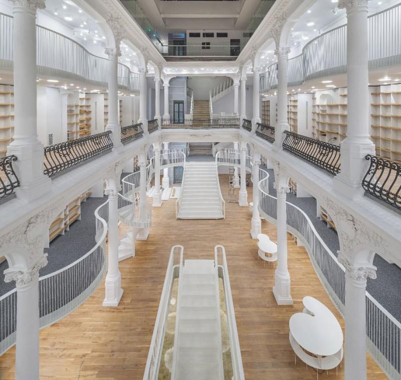 beautiful-bookshop-carousel-light-bucharest-romania-historic-old-building (2)