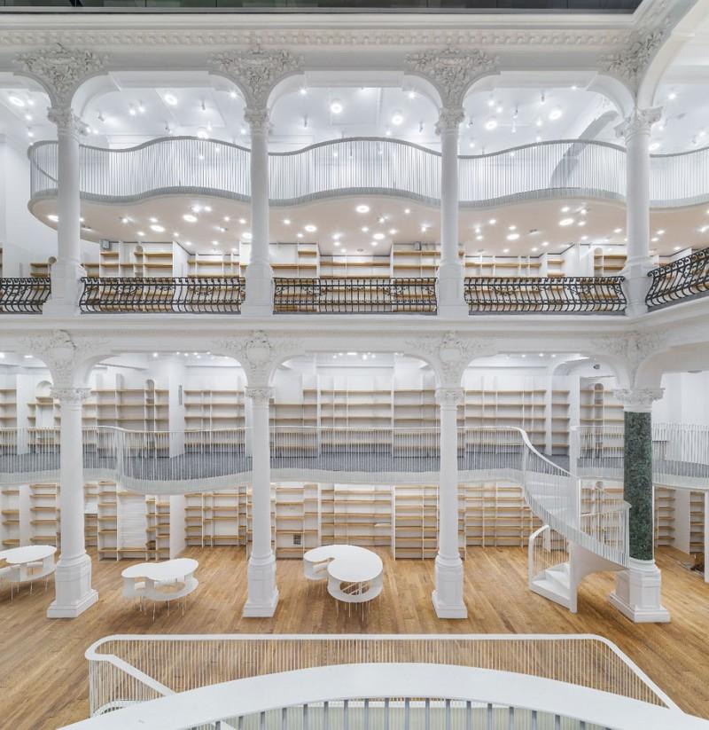 beautiful-bookshop-carousel-light-bucharest-romania-historic-old-building (6)