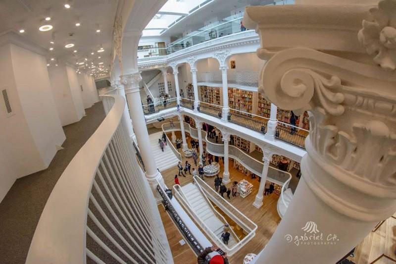 beautiful-bookshop-carousel-light-bucharest-romania-historic-old-building (8)