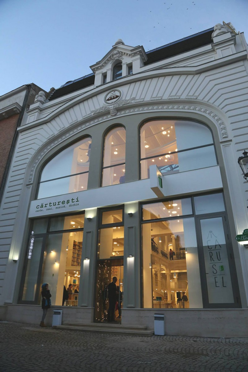 beautiful-bookshop-carousel-light-bucharest-romania-historic-old-building (9)