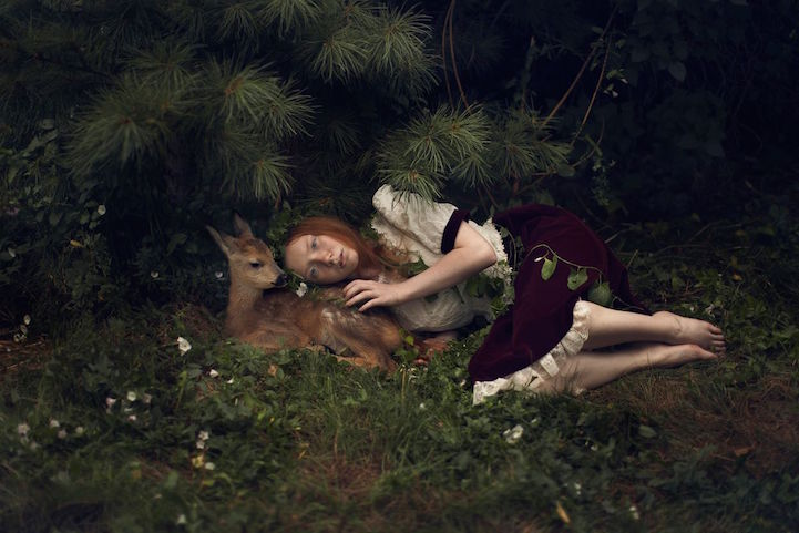 beautiful-fairytale-scenes-young-women-animals-portraits (10)