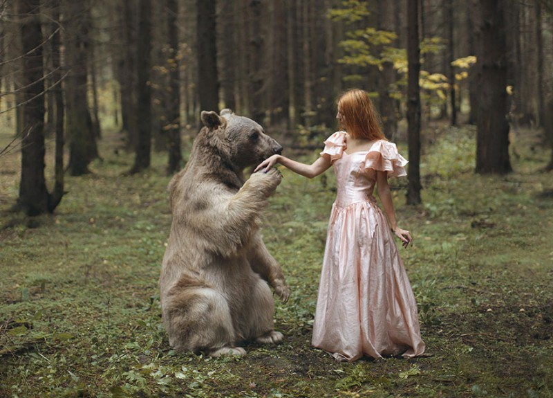 beautiful-fairytale-scenes-young-women-animals-portraits (12)