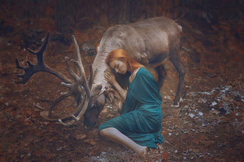 beautiful-fairytale-scenes-young-women-animals-portraits (16)