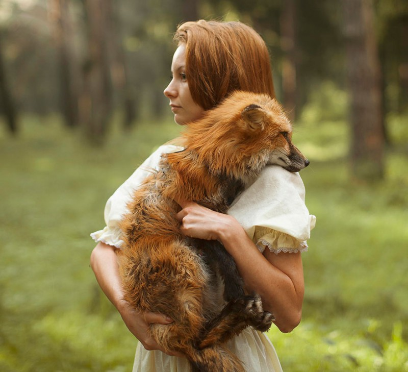 beautiful-fairytale-scenes-young-women-animals-portraits (17)
