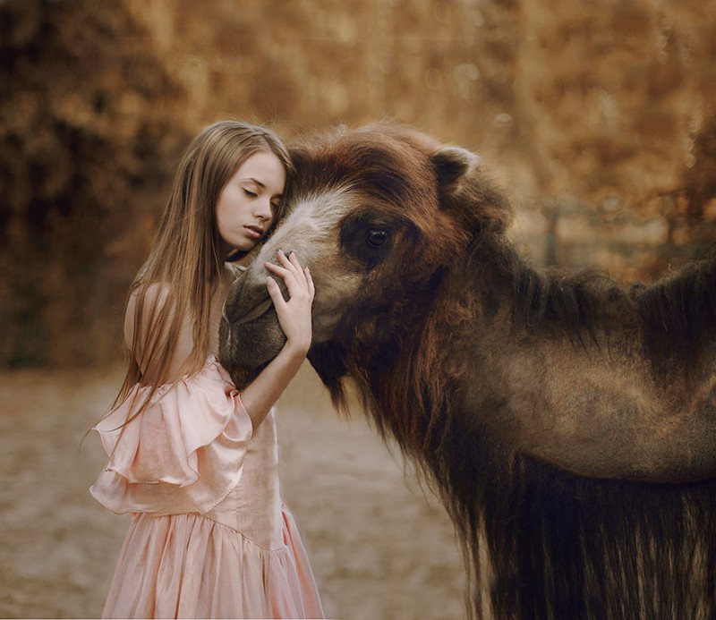 beautiful-fairytale-scenes-young-women-animals-portraits (18)