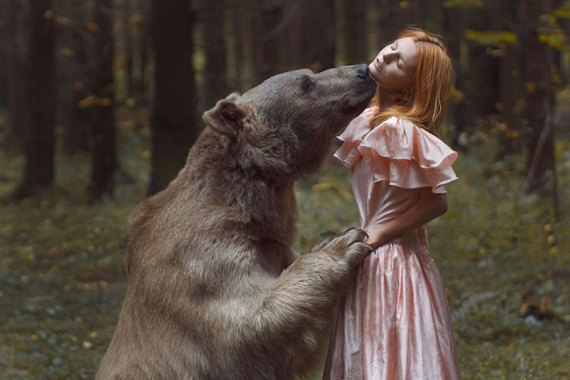 beautiful-fairytale-scenes-young-women-animals-portraits (23)