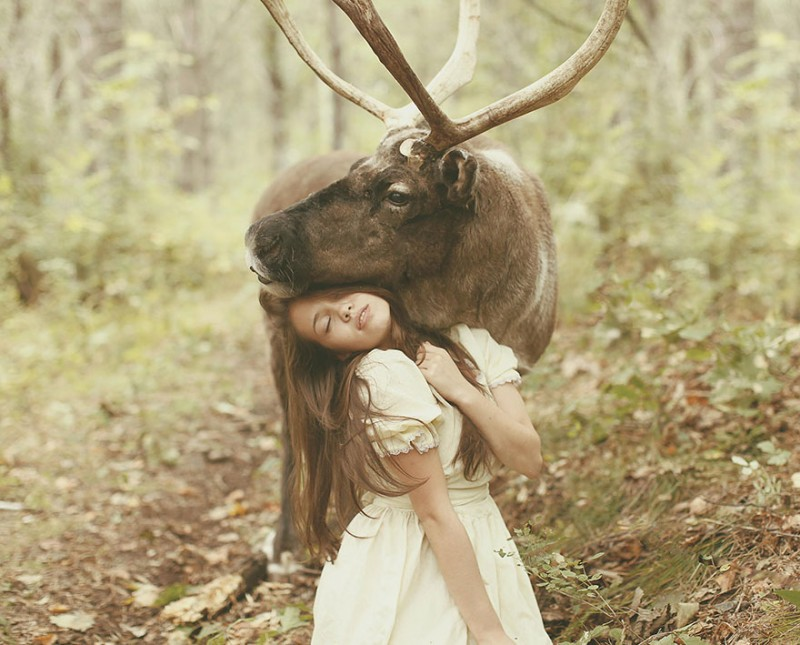 beautiful-fairytale-scenes-young-women-animals-portraits (25)