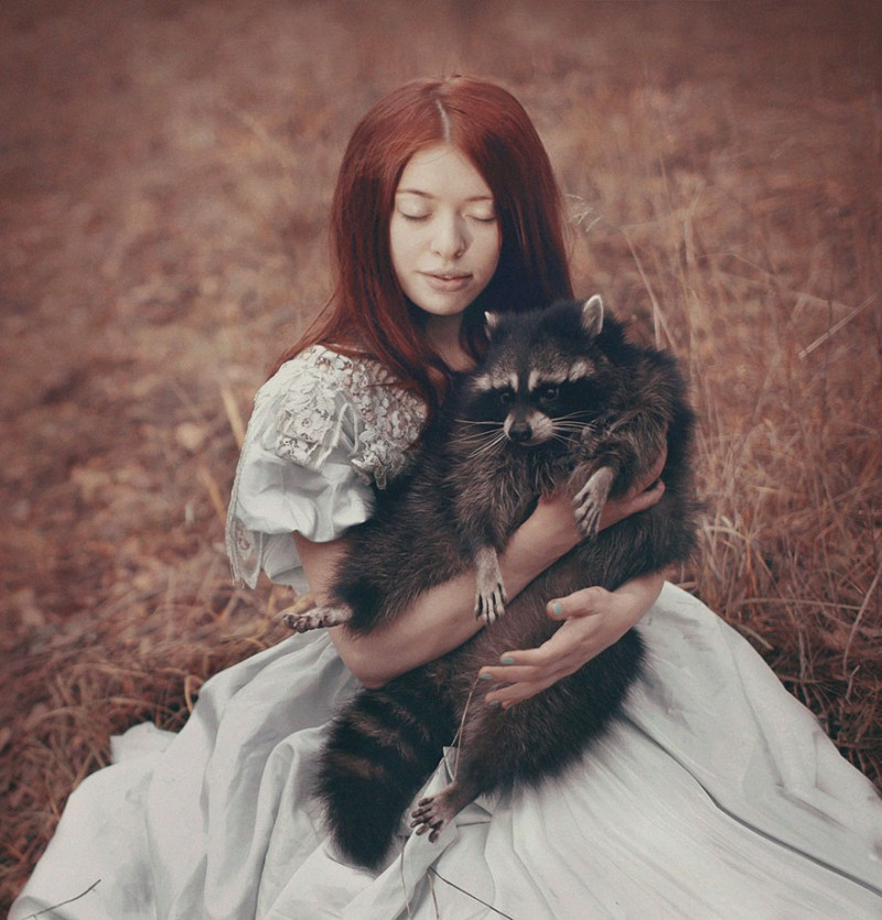 beautiful-fairytale-scenes-young-women-animals-portraits (26)
