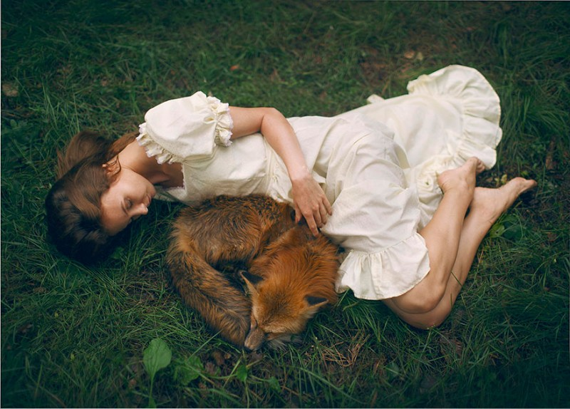 beautiful-fairytale-scenes-young-women-animals-portraits (29)