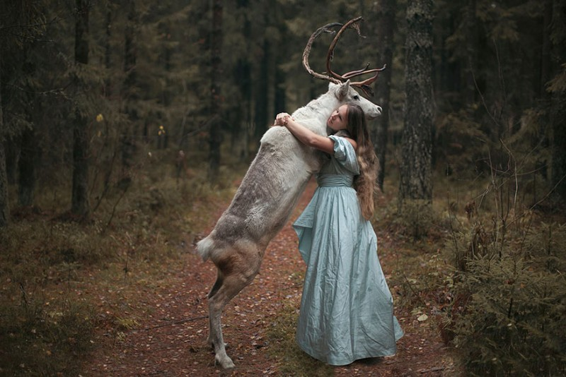 beautiful-fairytale-scenes-young-women-animals-portraits (32)