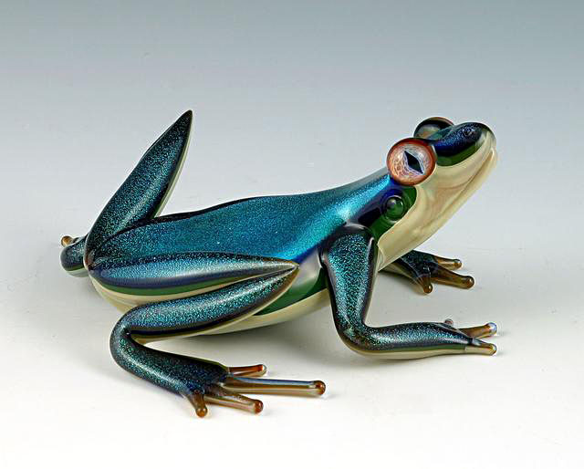 beautiful-glass-frog-sculpture (1)