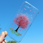 Vibrant mobile phone cases that feature real flowers inside
