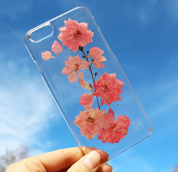 beautiful-phone-cases-with-real-flowers-inside-designs (12)