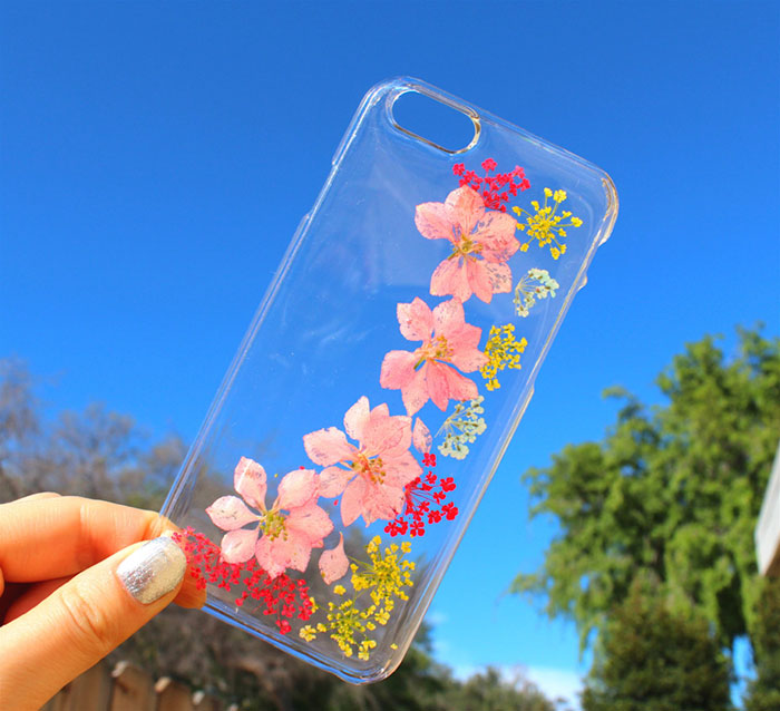 beautiful-phone-cases-with-real-flowers-inside-designs (13)