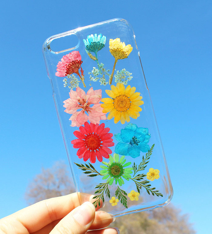beautiful-phone-cases-with-real-flowers-inside-designs (14)