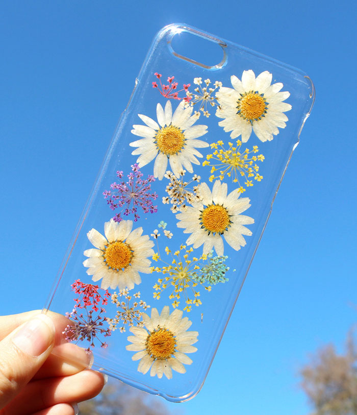 beautiful-phone-cases-with-real-flowers-inside-designs (2)