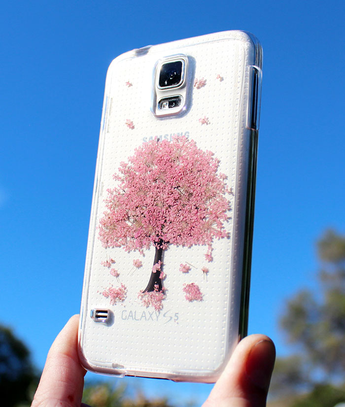 beautiful-phone-cases-with-real-flowers-inside-designs (3)