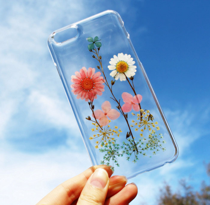 beautiful-phone-cases-with-real-flowers-inside-designs (4)