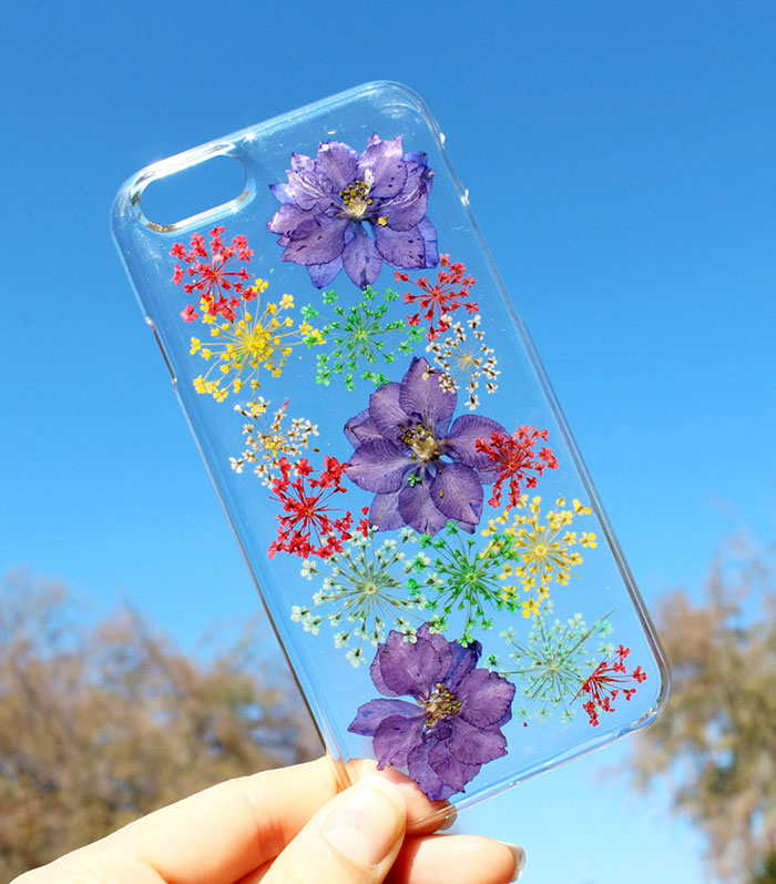 beautiful-phone-cases-with-real-flowers-inside-designs (6)