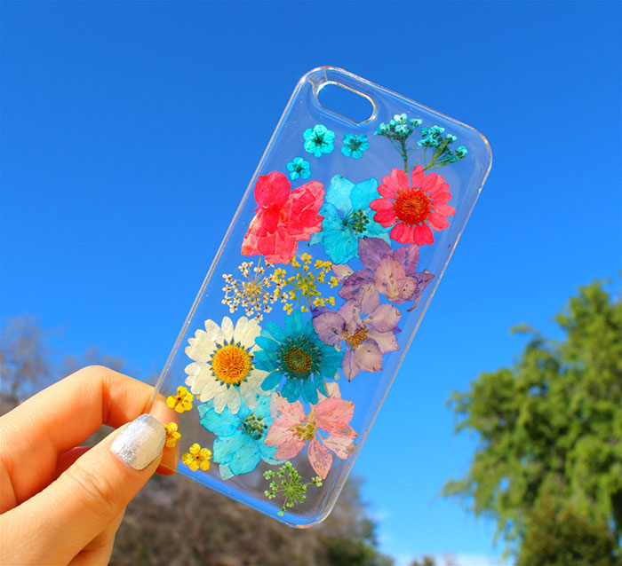 beautiful-phone-cases-with-real-flowers-inside-designs (7)