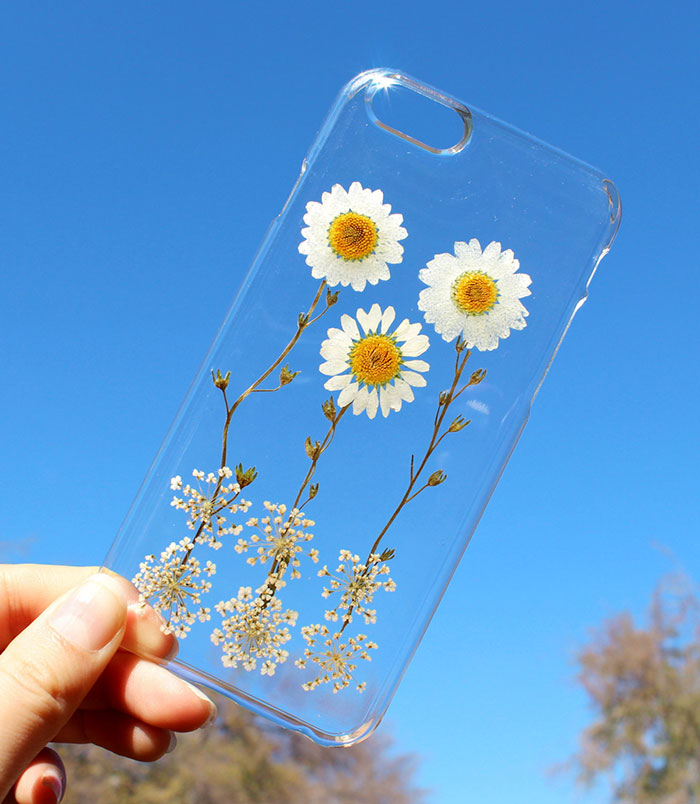 beautiful-phone-cases-with-real-flowers-inside-designs (8)