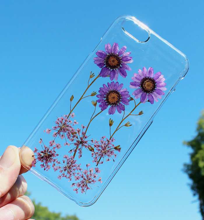 beautiful-phone-cases-with-real-flowers-inside-designs (9)
