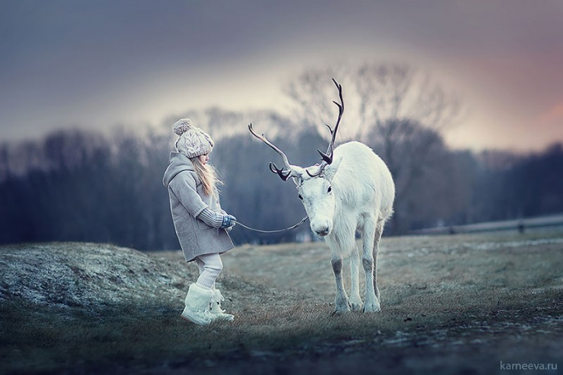beautiful-winter-field-children-animal-playing-photographs (13)