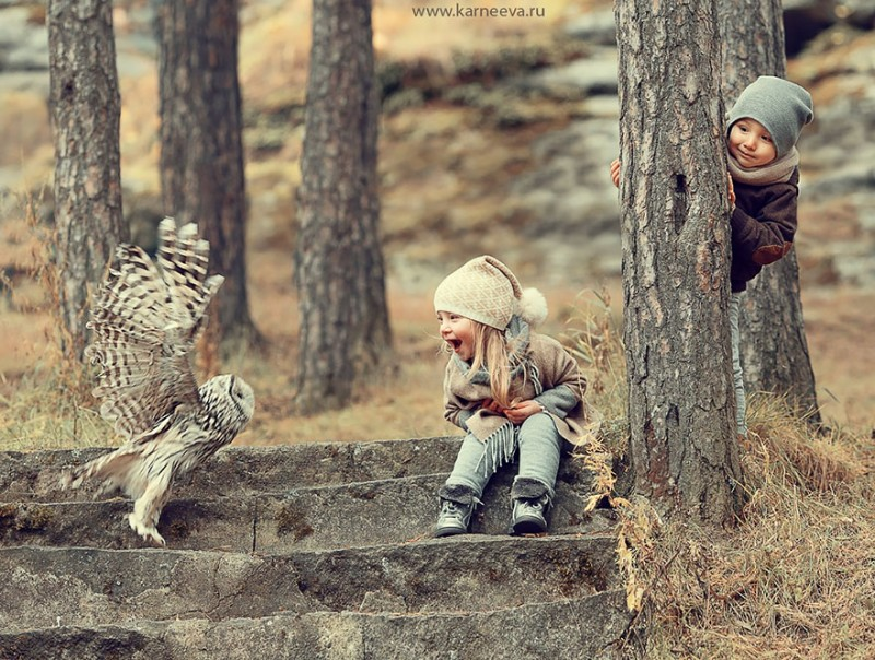 beautiful-winter-field-children-animal-playing-photographs (5)