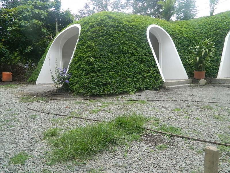 eco-friendly-hobbit-holes-houses-green-homes-design (6)
