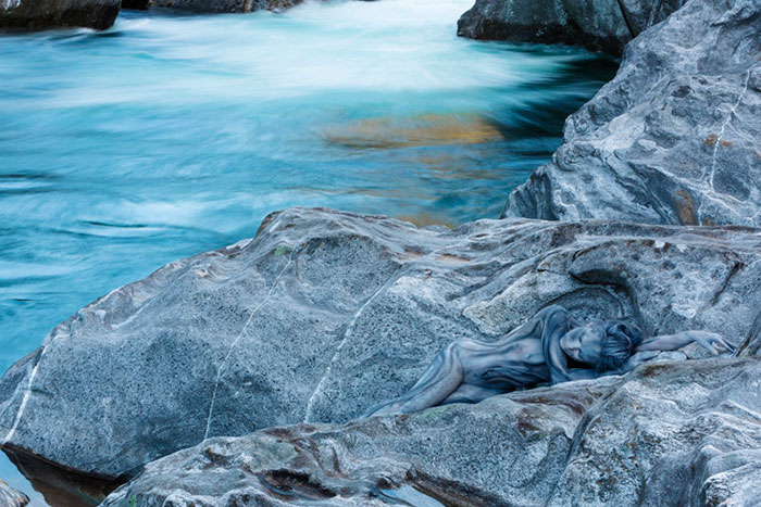 Body Painting Artists Blend Models Into Various Natural Landscapes Vuing Com