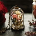 Hand-crafted terrarium jewellery close to your heart