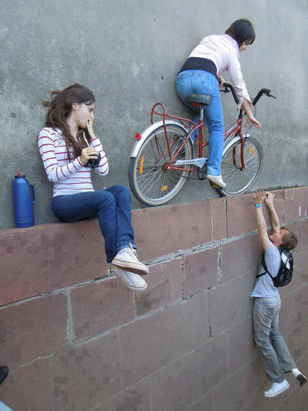 funny-creative-clever-angles-photography-pictures (19)