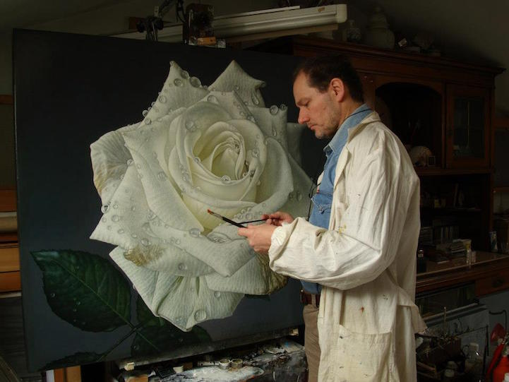 hyperrealism-art-Giant-Paintings-of-Roses-Dewdrops (11)