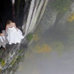 Impressive wedding photos taken on a 350 feet cliff