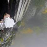 Impressive wedding photos taken on a 350 feet cliff