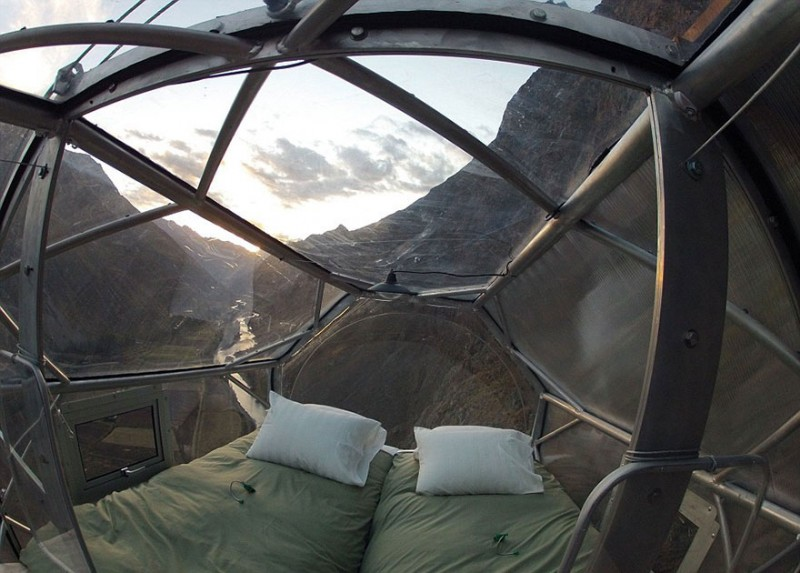 scary-transparent-capsule-suspended-hotel-sacred-valley