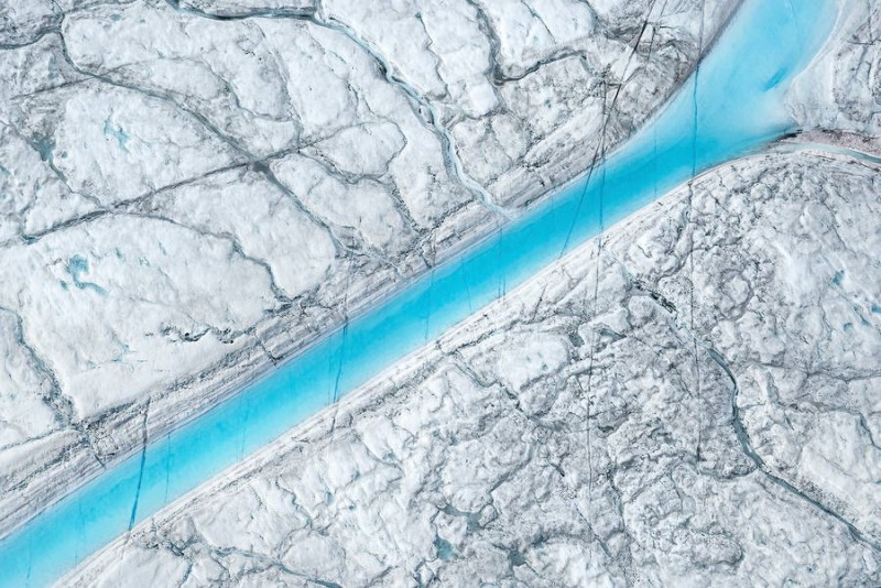 spectacular-Aerial-Views-of-Greenland-ice-sheet-photographs (11)