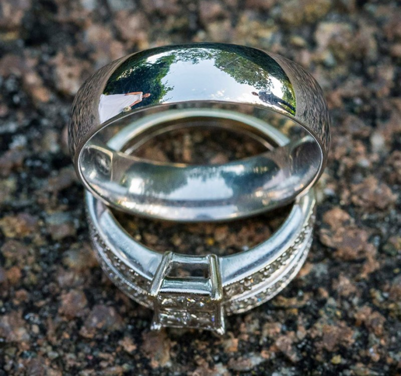 wedding-photography-impressive-ring-reflections-photo-shoot (13)