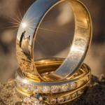 Romantic wedding photography – Ring-reflection wedding photo shoot