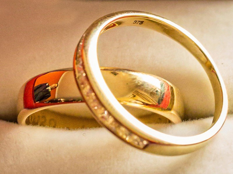 wedding-photography-impressive-ring-reflections-photo-shoot (6)