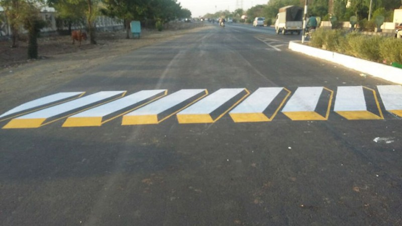 3d-painting-street-art-speed-breakers-india (2)