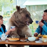 Russian couple shares their lives with a 23 years old bear