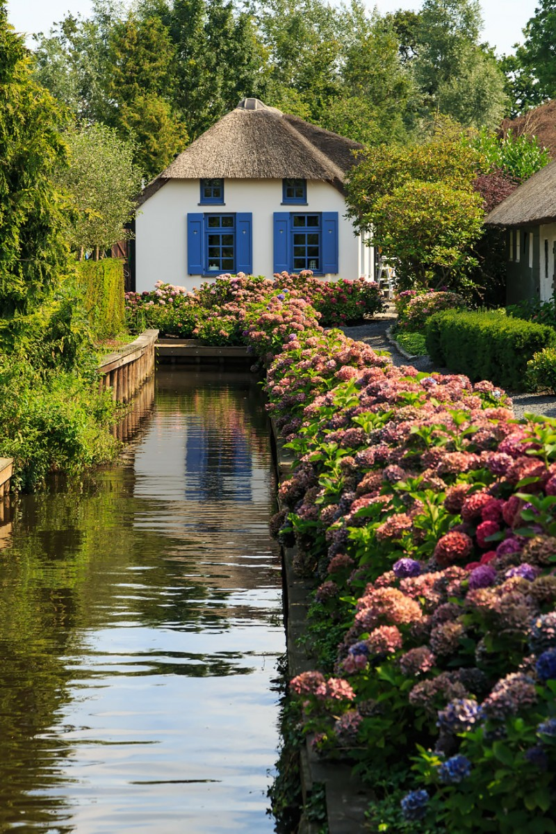 beautiful-canals-village-netherlands-no-roads (6)